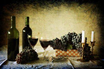 Vino casero y jugo de uvas en casa