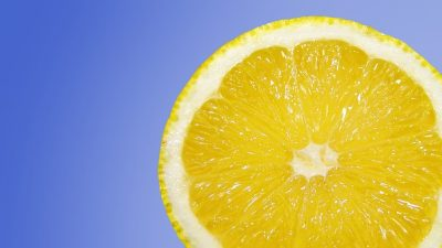 La vitamina C se puede encontrar en los limones