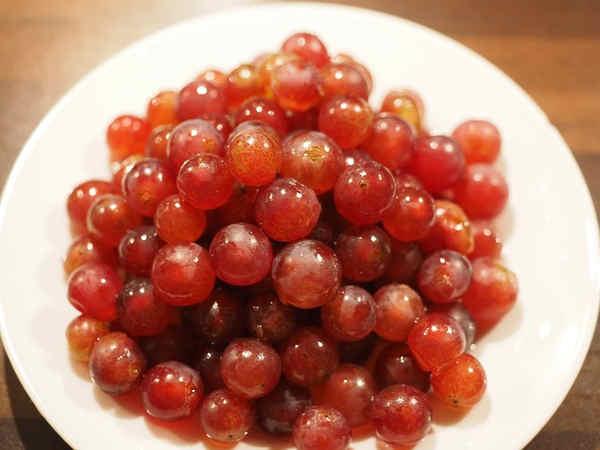 Propiedades de la piña, tomate y la uva