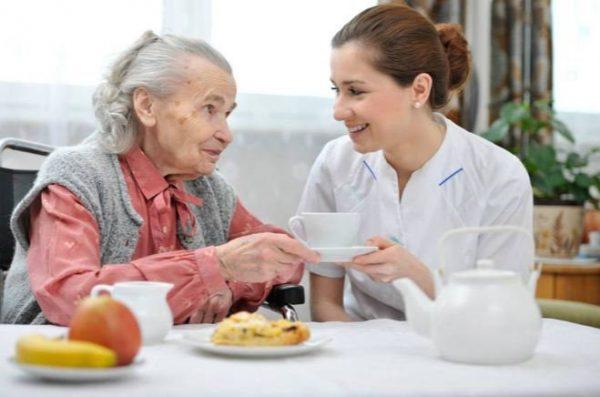 Dieta Adecuada para los Adolescentes y Ancianos