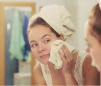 Razones para aplicar hielo en tu rostro todos los días